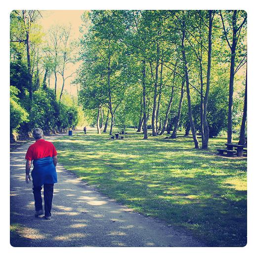 Torrelavega - caminando por el parque