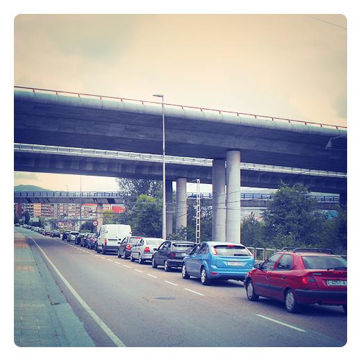 Colas de trafico, en la A-67 entrada de Torrelavega