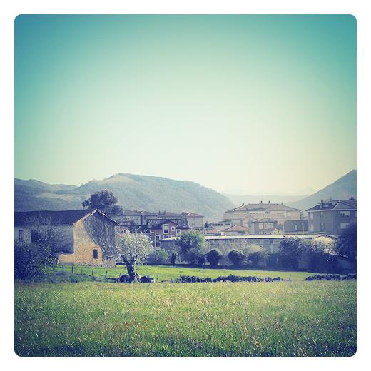 Torrelavega - paisaje de casas y montañas