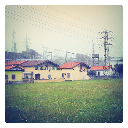 alto voltaje, diferencia de potencial, subestacion electrica, tendido, alta tension, casas, pozo, industria, energia electrica en Torrelavega