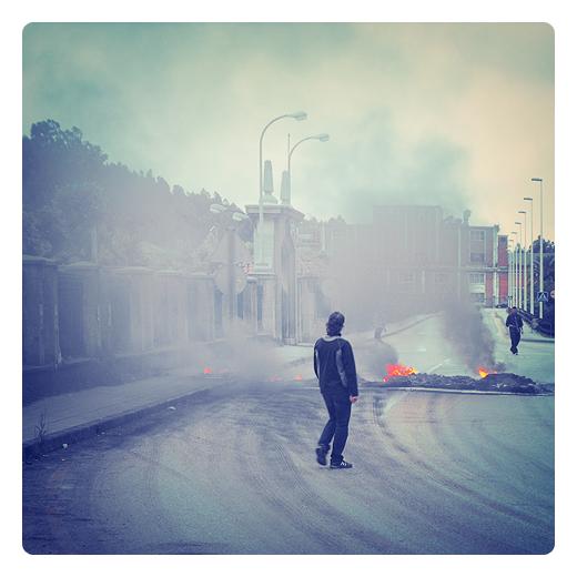 barricada, fuego, obreros de Sniace en defensa de sus puestos de trabajo, lucha obrera en Torrelavega