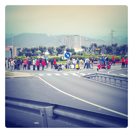 movimiento obrero, trabajadores de Sniace en lucha, huelga, corte de carretera, lucha obrera en Torrelavega