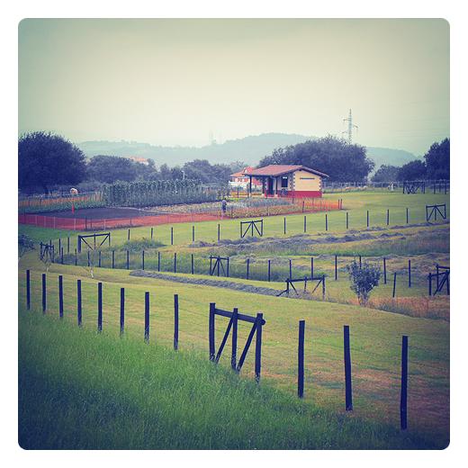 talanquera, vallado de madera, proteccion, fincas, huertas, paisaje, usos agricolas en Torrelavega