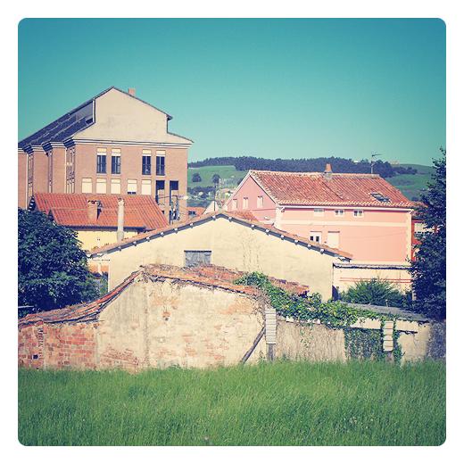 viejo nuevo, antiguo moderno, edificaciones, niveles, alturas, panorama urbano, paso del tiempo en Torrelavega