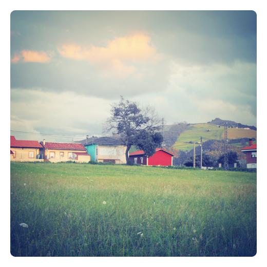 nubosidad variable, meteorologia, estado del cielo, nube luminosa, claros y nubes, paisaje, monte Dobra, dia nublado en Torrelavega