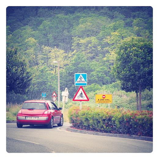señalizacion vial, señales de circulacion, codigo, termino municipal, frontera, rojo, bosque, trafico en Torrelavega