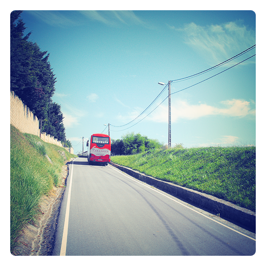 autobus de linea, transporte, carretera comarcal, subida, paisaje, red de distribucion, transporte publico en Torrelavega
