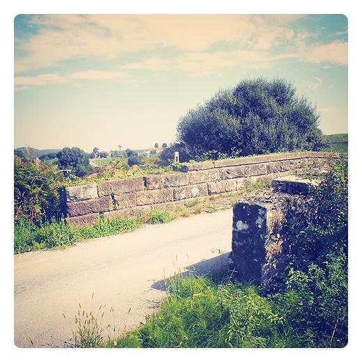 Punta Gerra, nombres de lugares antiguos, arcaismo lingüistico, desuso, olvido, puente antiguo, camino vecinal, puente de piedra, via ferrea, paso elevado en Torrelavega