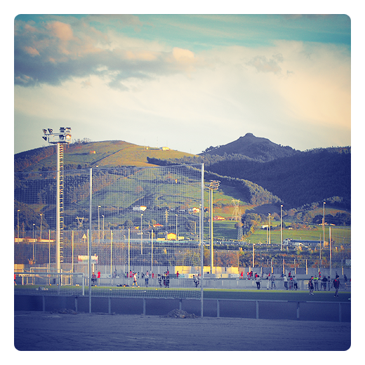entrenamiento, campo de fútbol, futbolistas, deporte, terreno de juego, liga de fútbol, paisaje de montañas, monte Dobra, Tanos, Club Deportivo Tropezon de Torrelavega