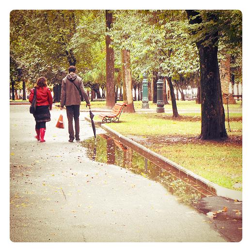 amor, pareja de enamorados, parque Manuel Barquin, reflejos de agua, paisaje de arboles, fotografia de Torrelavega