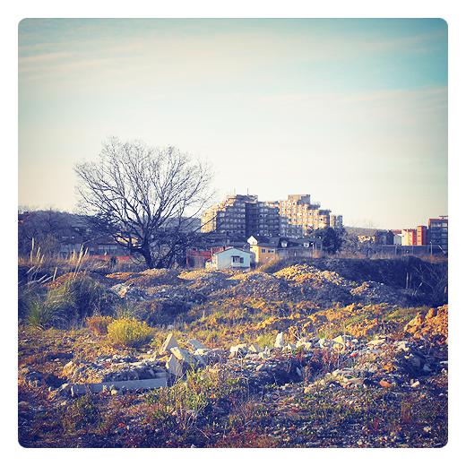 escombrera, foco de contaminacion, vertedero incontrolado, residuos urbanos, basura, abandono, arrabal, El Valle, fotografia de Torrelavega