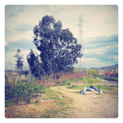 basura, foco de contaminacion, vertedero incontrolalado, residuos urbanos, abandono, arrabal, camino, Parque abandonado, Ganzo, fotografia en Torrelavega