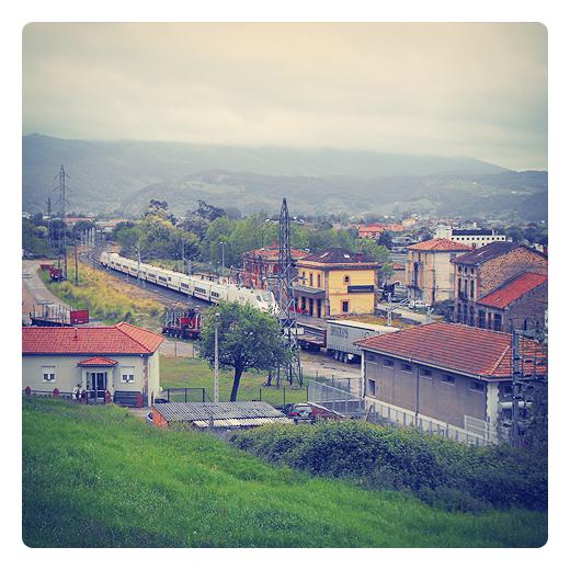 salida de tren, cercanias, RENFE, via ferrea, paisaje y vias de comunicacion, transporte, estación abandonada, Sierrapando, fotografia de Torrelavega