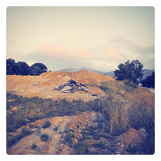 Monte Dobra, montaña, sierra, escombrera, residuos de obra, movimientos de tierra, acumulacion de tierra, El Valle, fotografia de Torrelavega