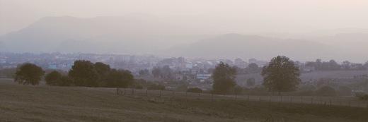 bruma, niebla, neblina, fin del verano, dia caluroso, horizonte de ciudad, atardecer, fotografia de Torrelavega