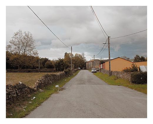 carretera secundaria, comarcal, viario, parte de atras, basura, postes de la luz, Sierrapando, fotografia de Torrelavega