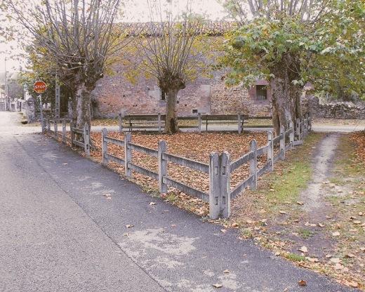 reducto, frontera, cercado, triangulo, terreno acotado, camino, carretera comarcal, Sierrapando, fotografia de Torrelavega