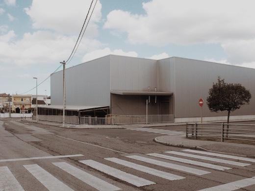 sala de despiece, industria carnica, alimentacion, paso de peatones, arbol solitario, construccion, edificio, fotografia de Torrelavega