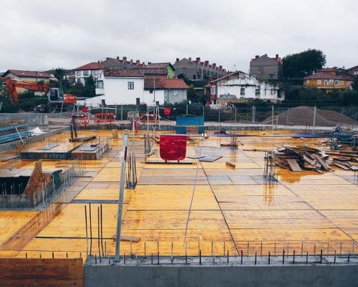 orden y progreso, construccion, obras y proyectos, cimientos, encofrados, hierro y cemento, El Valle, fotografia de Torrelavega