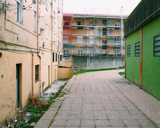 callejon, basura, parte de atras, andamio, pavimento, escalon, tendales, fotografia de Torrelavega
