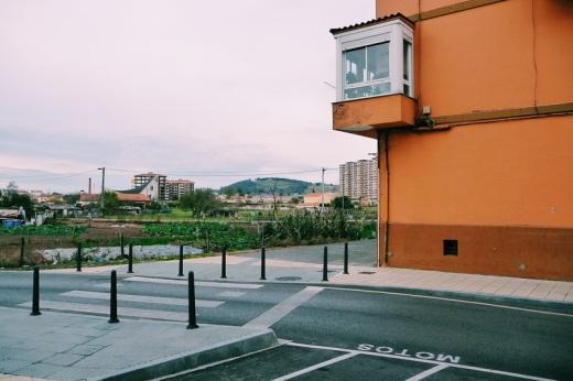 Fin zona urbana, limite, frontera, aparcamiento motos, galería, Mies de Vega desde el Barrio Covadonga, fotografia de Torrelavega