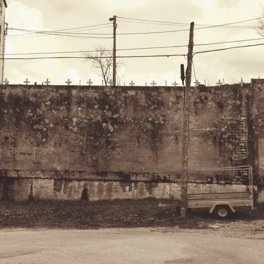 cementerio, cruces, pos de luz, carromato, pared, Cementerio de Reocin en Torrelavega, fotografia de Torrelavega
