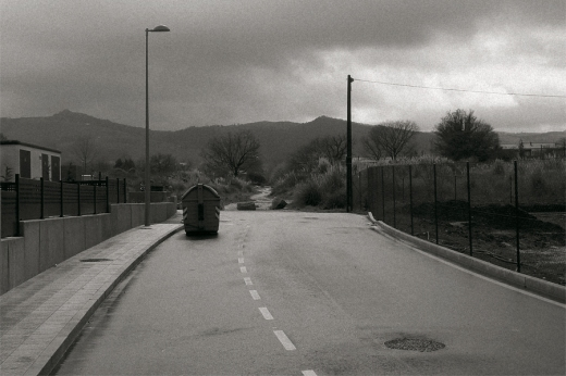periferia, afueras de Torrelavega, camino, monte Dobra, horizonte de montañas