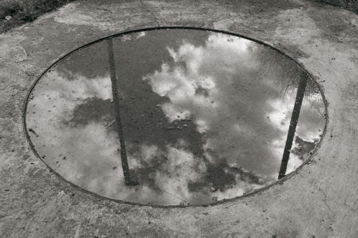 agujero, reflejo, charco, cielo reflejado en el agua