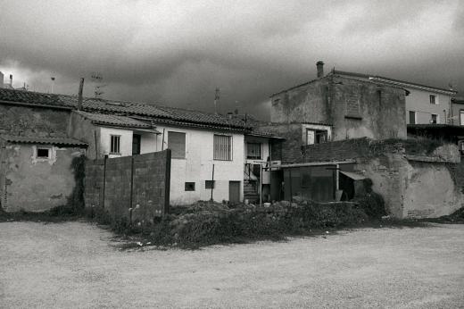 afueras, periferia, gentrificación, parte de atrás, callejón, casas en Campuzano