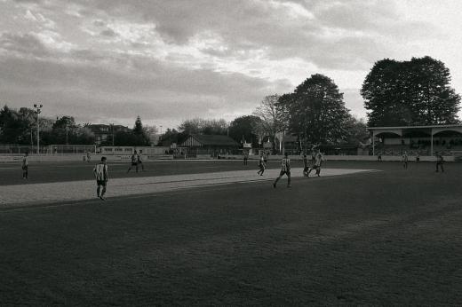 Campo de fútbol del Barreda Balompié junto a la fábrica de Solvay
