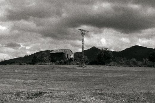 casa abandonada en Las Excavadas, Monte Dobra, prado, cielo, poste de luz