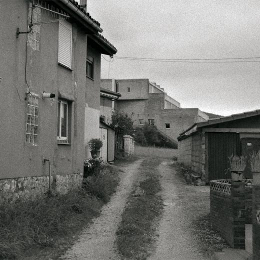 grupo de casas, edificio, colegio, camino entre casas, Sierrapando
